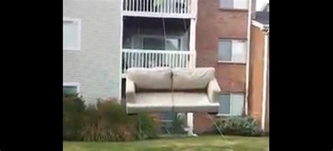 le déménagement astucieux d un canapé mega buzz