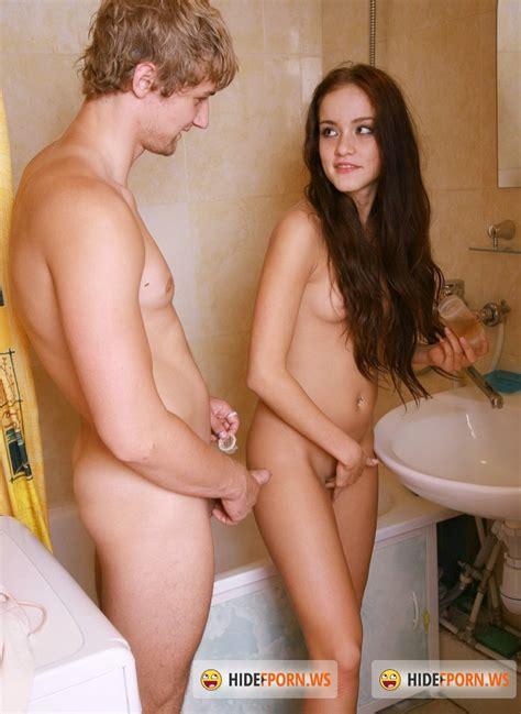 С сестрой голые