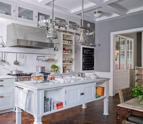 cocina  isla en blanco  gris  azulejos tipo metro