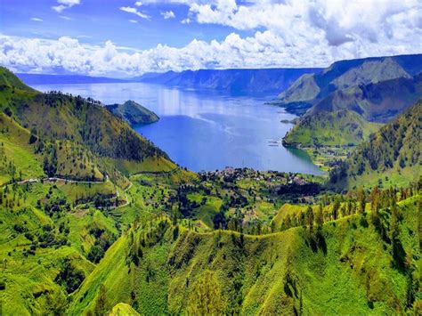 ngabuburit asyik  danau toba pariwisata indonesia