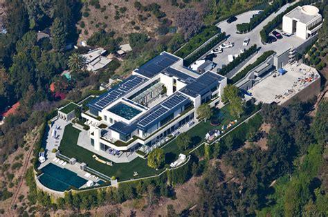 square foot modern mega estate  beverly hills ca homes   rich