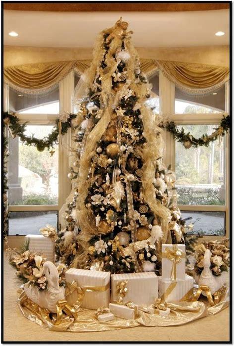 decorate  designer christmas tree   luxury home haute living