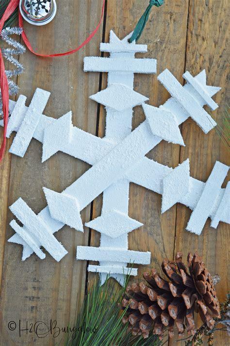 diy wooden snowflake hobungalow
