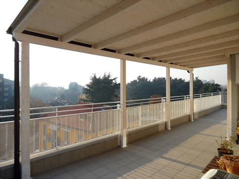 tettoie per terrazzi griglie in legno per balconi