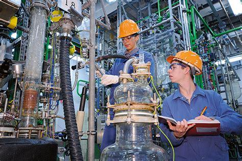Currenta leverkusen warum es zum dem austritt von phosphortrichlorid kam, ist noch unklar. Chemikanten und Industriemechaniker geben Einblicke in die ...