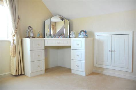 Corner Bedroom Vanity by Diy Corner Vanity Table For Bedroom My Dressing