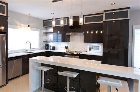 image de cuisine contemporaine cuisine chic avec portes de stratifié au fini lustré et