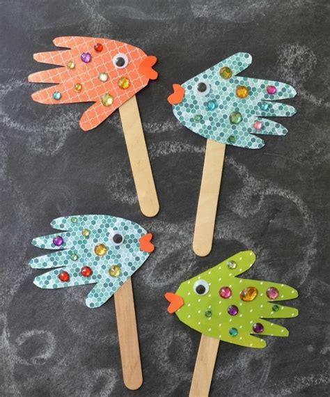 basteln mit kleinen kindern basteln mit 2j 228 hrigen kindern handabdr 252 cke papier fische