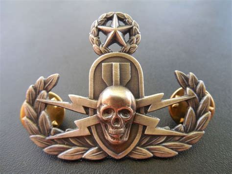 eod bomb badge skull disposal crab ordnance insignia master explosive marine corps usmc tattoo navy tattoos badges military crabs technician