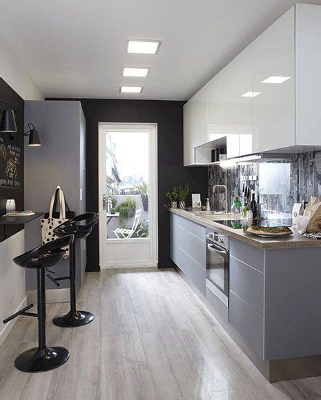 cuál es la mejor iluminación para una cocina estrecha