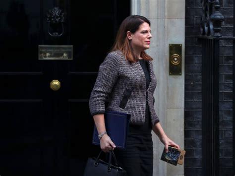 au bureau lab鑒e fausse alerte au bureau d 39 une ministre britannique challenges fr
