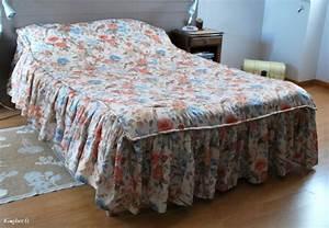 Couvre Lit 3 Suisses : couvre lit satin matelass ancien 3 volants ~ Teatrodelosmanantiales.com Idées de Décoration