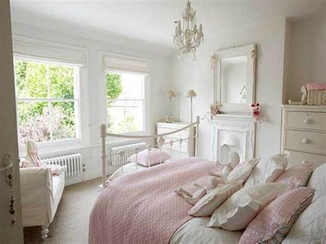White Bedroom Decor Ideas, Simple White Bed Simple White