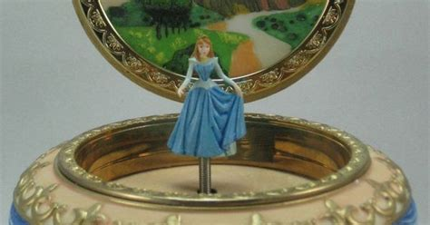 Disney Sleeping Beauty Music Box Princess Aurora 3d Round