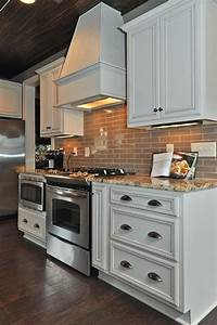 18 stunning small kitchen designs and ideas for Stunning small kitchen cabinet ideas
