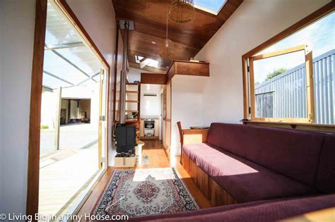 Luxurious tiny home in New Zealand is off grid and 100%