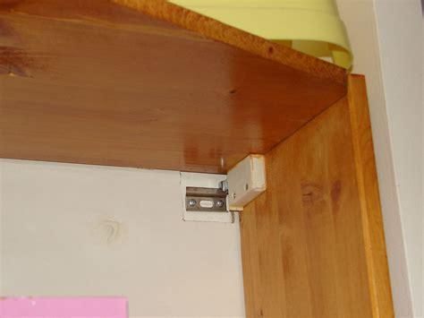 fixer un meuble de cuisine au mur décoration d 39 intérieur table basse et meuble cuisine
