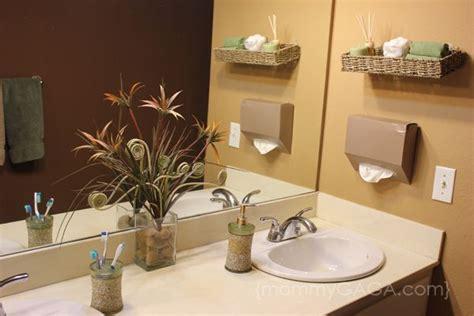 How To Decorate A Bathroom Wall - diy bathroom ideas floating wall decor and kleenex
