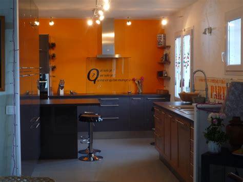cuisine orange cuisine avec mur orange chaios com