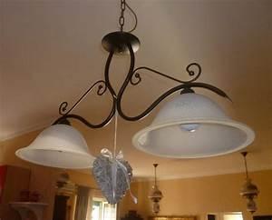 lampadari da cucina con un design classico, ci sono paralumi in bianchi Arredamento e