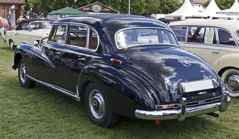 File:Mercedes Benz 300 Limousine rear 20110611.jpg ...