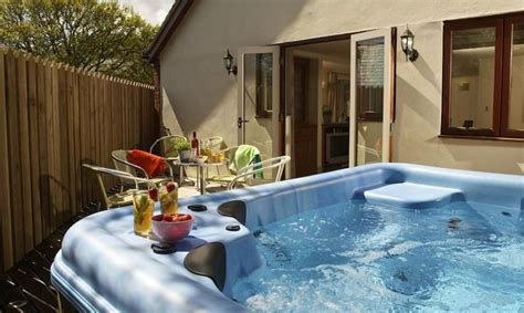 luxury holiday homes  hot tubs    missed