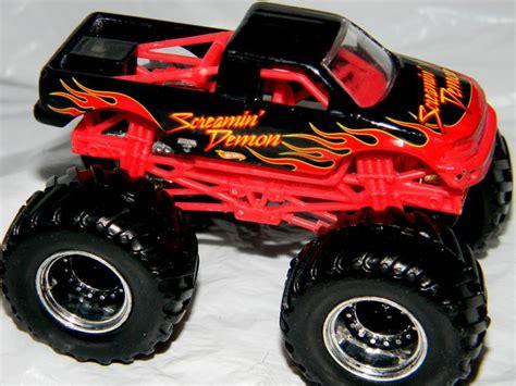 wheels monster trucks videos wheels monster jam gun slinger 44 70 1 64 diecast