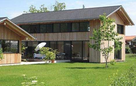 Moderne Haeuser Bauen Architektur Baustoffe Technik by Fassaden Ideen Schick In Schale Mit Holzprofilen