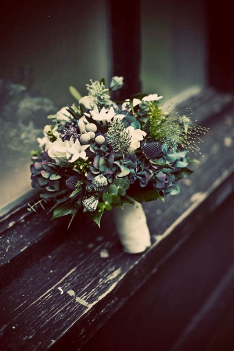 gorgeous winter wedding bouquets style motivation