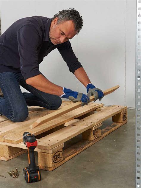 pallet bank bouwtekening loungebank en tafel met palletten voor de makers
