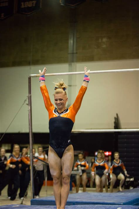 illinois womens gymanstics   win  michigan