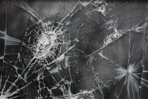 Broken glass apple iphone wallpaper and ipod touch wallpaper. Broken Screen Wallpapers, Pictures, Images