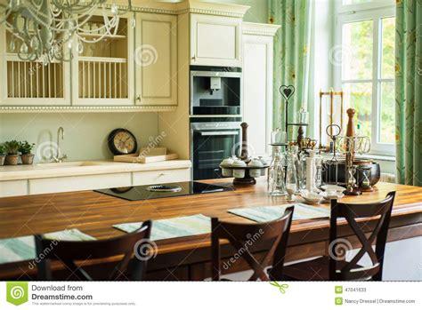 cuisine moderne dans l ancien nouvelle cuisine moderne dans le style ancien photo stock