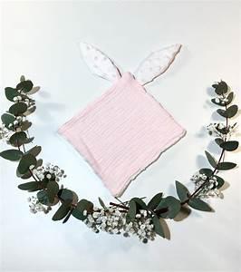 doudou lapin rose bebe ydolem boutiquecreation With tapis chambre bébé avec champs de fleurs mal de dos avis