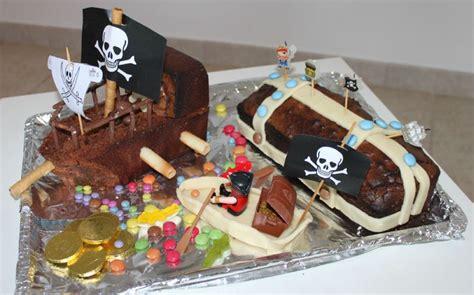gateau coffre de pirate gateau bateau et coffre pirate photo de z les 4 ans d axel th 232 me pirate les petites
