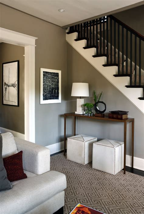 what is the color of the paint on the foyer wall