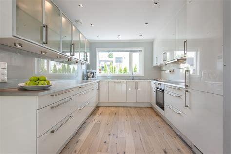 cuisine aménagé amenagement cuisine en u maison design bahbe com