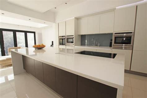 cuisine blanche et mur gris impressionnant cuisine blanche mur aubergine 7 cuisine