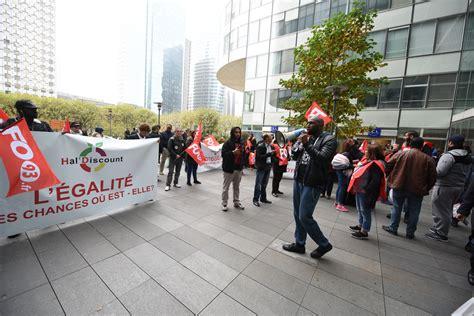 siege social hsbc les salariés d une superette manifestent devant le siège d