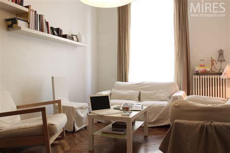 cuisine living un petit salon tout en beige et blanc c0599 mires