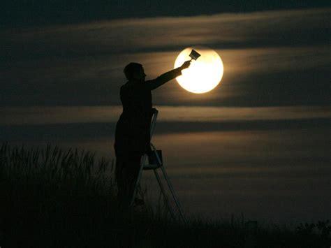 Moon Painting Visual Optical Illusion