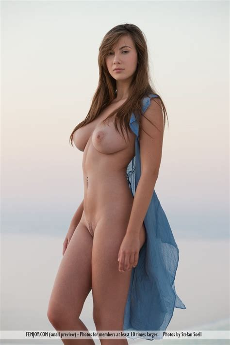 Josephine Perfect View Lovely Brunettes