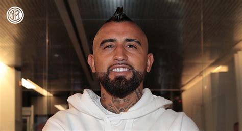 Vidal chega a Milão – AMBIDESTRO