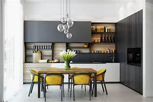 1001 astuces et idees pour amenager une cuisine en l With deco cuisine avec chaise grise et bois