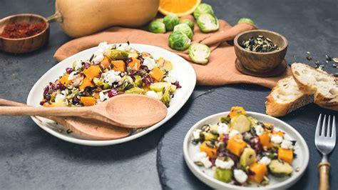 Rezept: Herbstlicher Salat mit Rosenkohl, Kürbis und ...