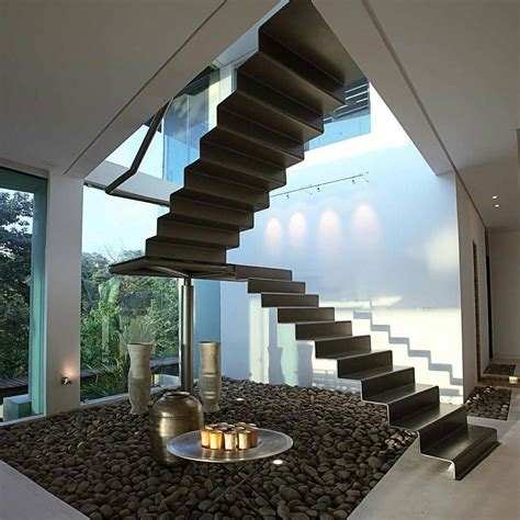 Biasanya rumah minimalis identik dengan desain yang sederhana simpel dan modern yang tidak menonjolkan sesuatu yang berlebihan. Gambar Desain Tangga Rumah Minimalis Mewah Terbaru ...