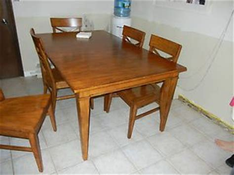 ethan allen baumritter maple dining table and four chairs