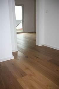 Flüssiger Bodenbelag Wohnzimmer : die 25 besten ideen zu wohnzimmer bodenbelag auf pinterest holzfu b denfarben bodenfarben ~ Buech-reservation.com Haus und Dekorationen
