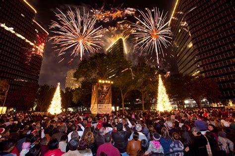 thabksgiving tree lighting housron uptown tree lighting houston 2013 365 things to do in houston