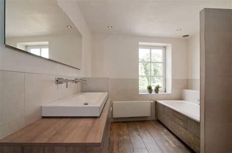 landelijke badkamers met hout alligna landelijke badkamers